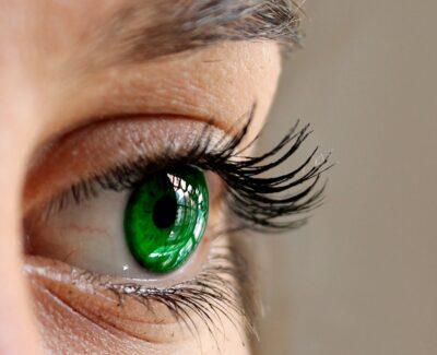 Få lange, fyldige vipper med eyelash extensions