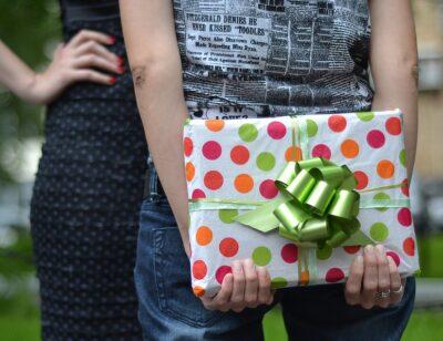 Find en skøn gave til hende